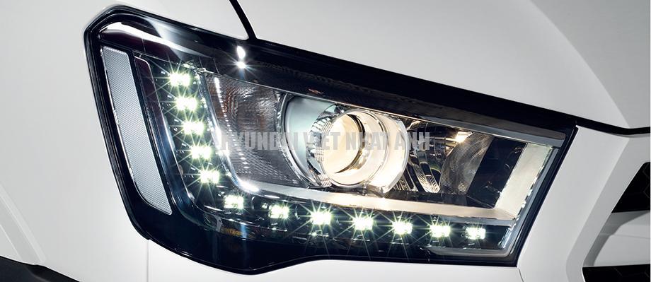 Đèn pha halogen Projector Cụm đèn pha halogen Projector (Đèn bi thấu kính), thiết kế sang trọng hiện đại, tầm chiếu sáng xa, tích hợp đèn LED chạy ban ngày (Daytime Running Lights).