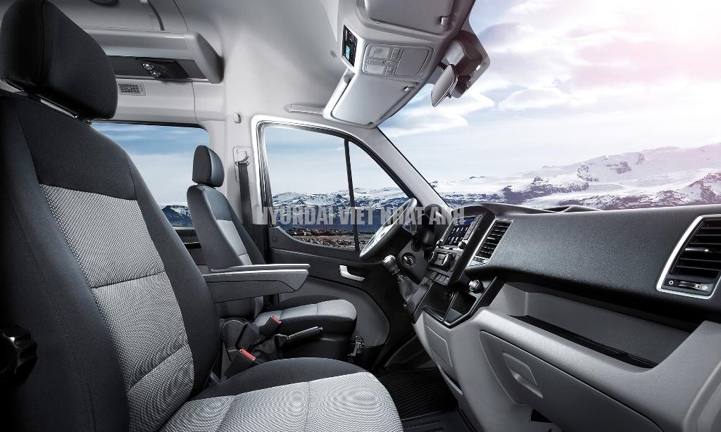 Ghế lái Ghế người lái được thiết kế theo tiêu chuẩn Châu Âu, điều chỉnh 6 hướng.