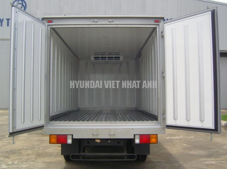 Hyundai Mighty 110S thung dong lanh