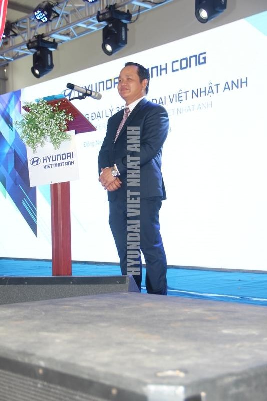 Giam doc Tran Dinh Thien